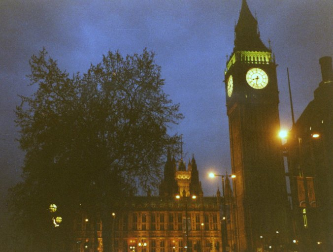 London's Big Ben shines at night.